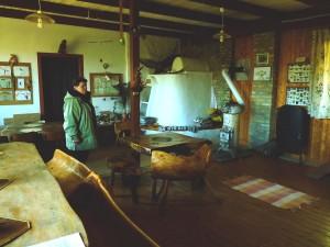 Kemence és kézműves bútorok az oktatóközpontban