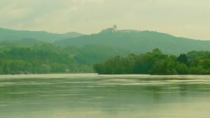 Kegytemplom a Dunapartról nézve