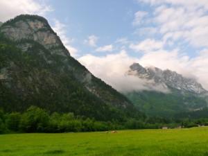 Ködös hegyek a távolban