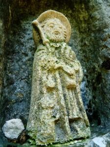Szent Jakab szobor a kőkeresztben (kb. 20 cm)