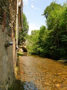 Városkép Estaingnál - nem ivóvíz!