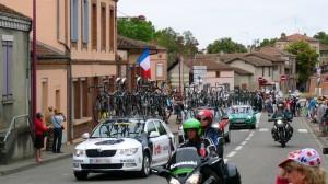 A kerékpárszállítók közvetlenül a mezőny után mennek