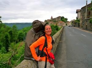 Saint Privat d'Allier-be vezető út